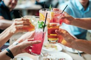aplicacion para jugar y beber