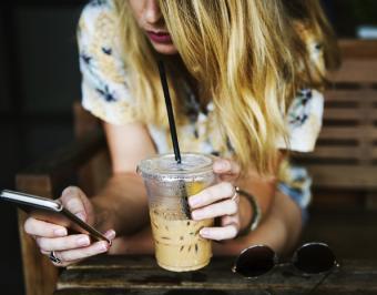 Como ganar dinero haciendo encuestas a través de tu móvil o celular